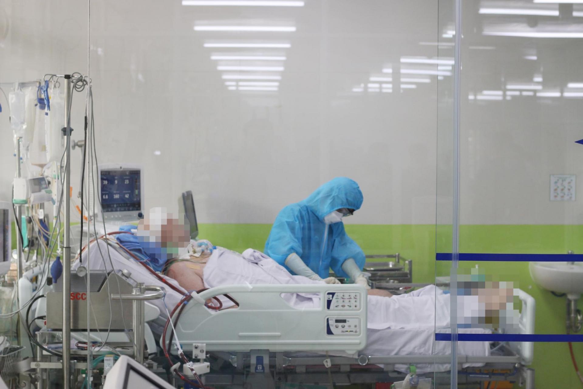 critically ill british pilot coronavirus patient conscious