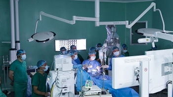 brain surgery with robots conducted in vietnam
