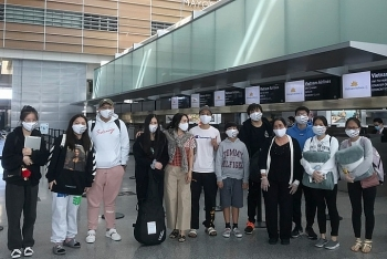 more than 340 vietnamese citizens fly home from us