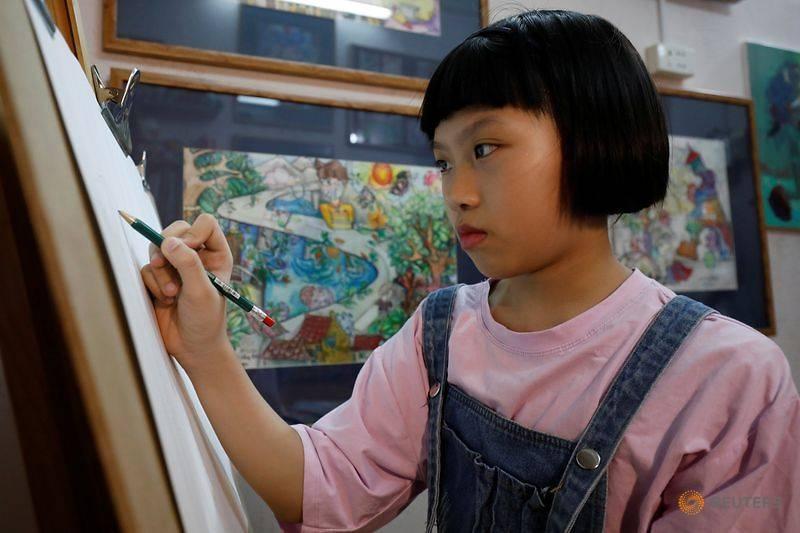 vietnamese 10 year old painter creates art from coronavirus chaos