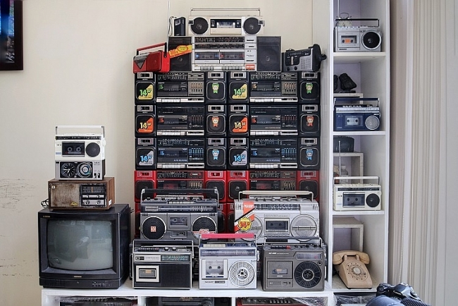 Unique cassette player collection by Hanoi man: a return to 90s youth