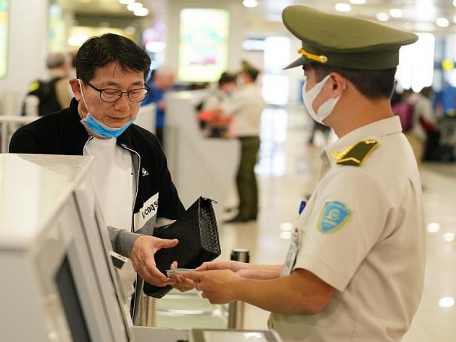 Hundreds of Chinese, Japanese business managers to enter Vietnam
