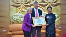 operation smile honored for bringing smiles to 10000 vietnamese children