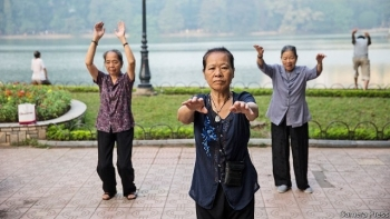 Vietnam to raise retirement age, add one more public holiday