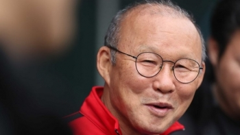 Coach Park Hang-seo gives players taste of his home in Korea