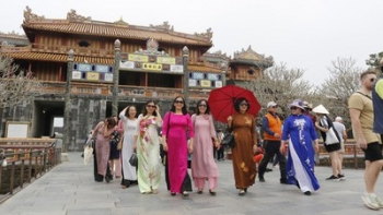 Hue offers free entrance to relic sites for all women wearing Ao Dai