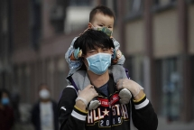 a visual insight into world pandemics history