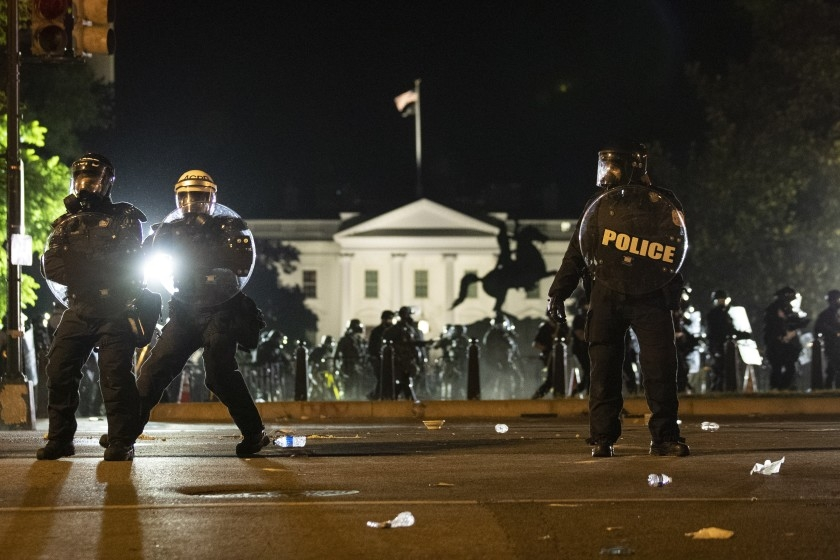 protesters outside white house update dc mayor says using tear gas