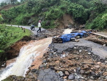 vietnam weather torrential rain causes flooding landslides across northwestern provinces