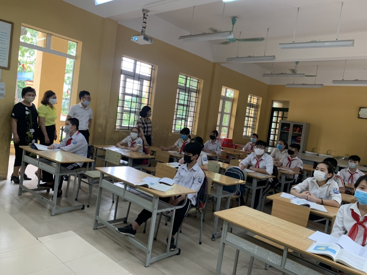 first day of children in hanoi and ho chi minh city to return schools photo story