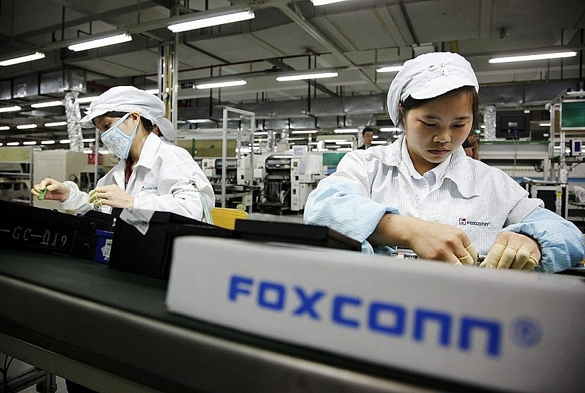 apple fills key positions in vietnam to open factory