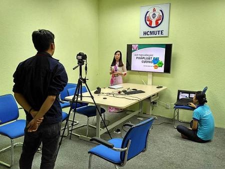 COVID-19 creates opportunity for strengthening online teaching in Vietnam?