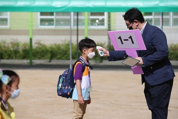 fear of covid 19 spikes south korea limits number pupils in schools