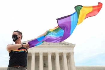us supreme court rules federal civil rights law protects lgbtq workers