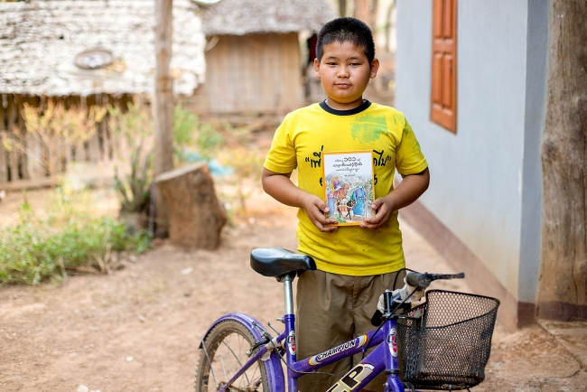 Vietnamese man breathing new life into old bicycles to help poor children