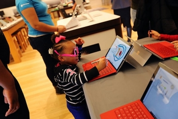 microsoft permanently closes retail stores around the world focusing to online sales
