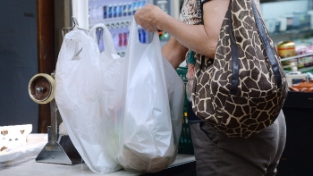japan mandatory charging for plastic shopping bags to reduce waste