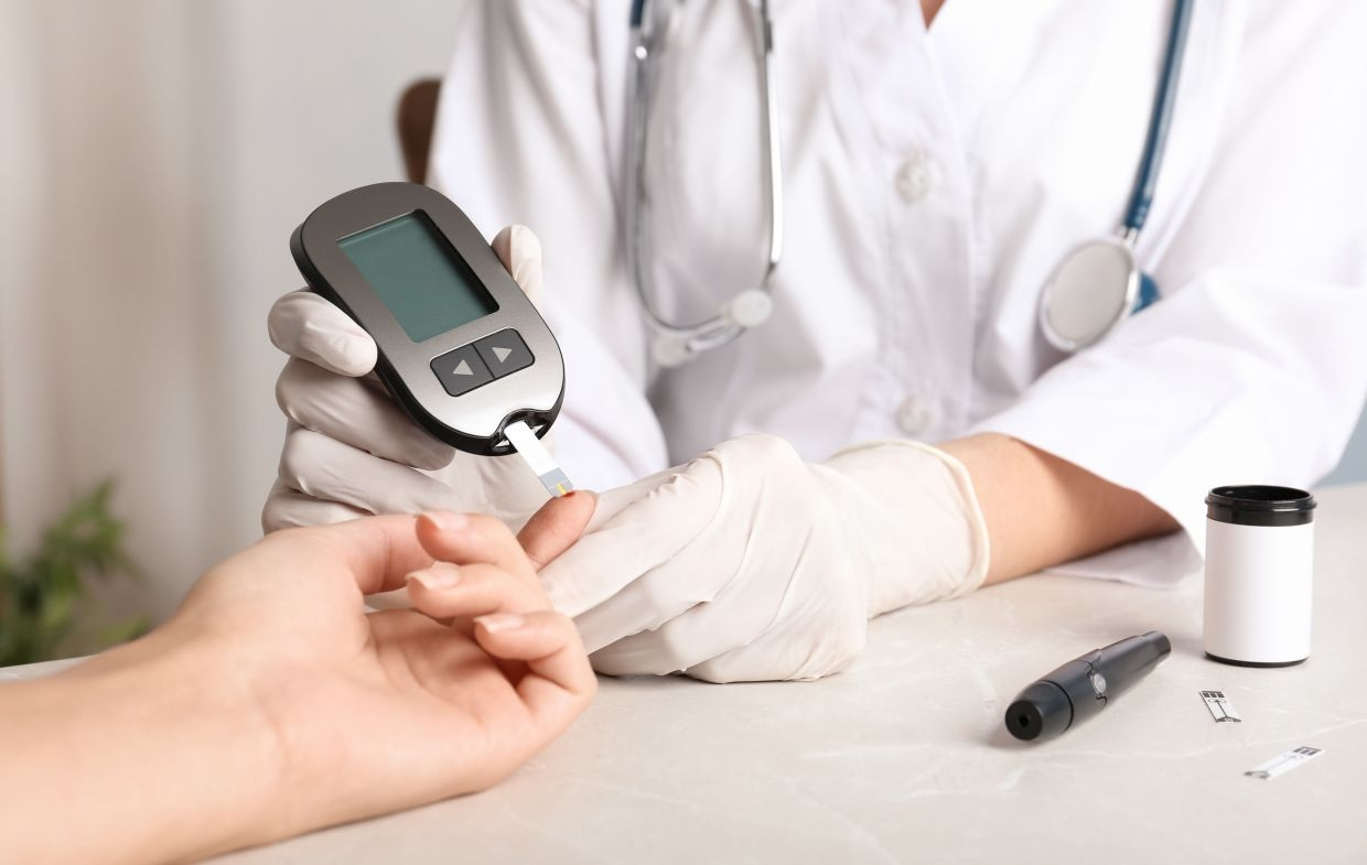 high blood sugar elevates covid 19 mortality risk new study reveals
