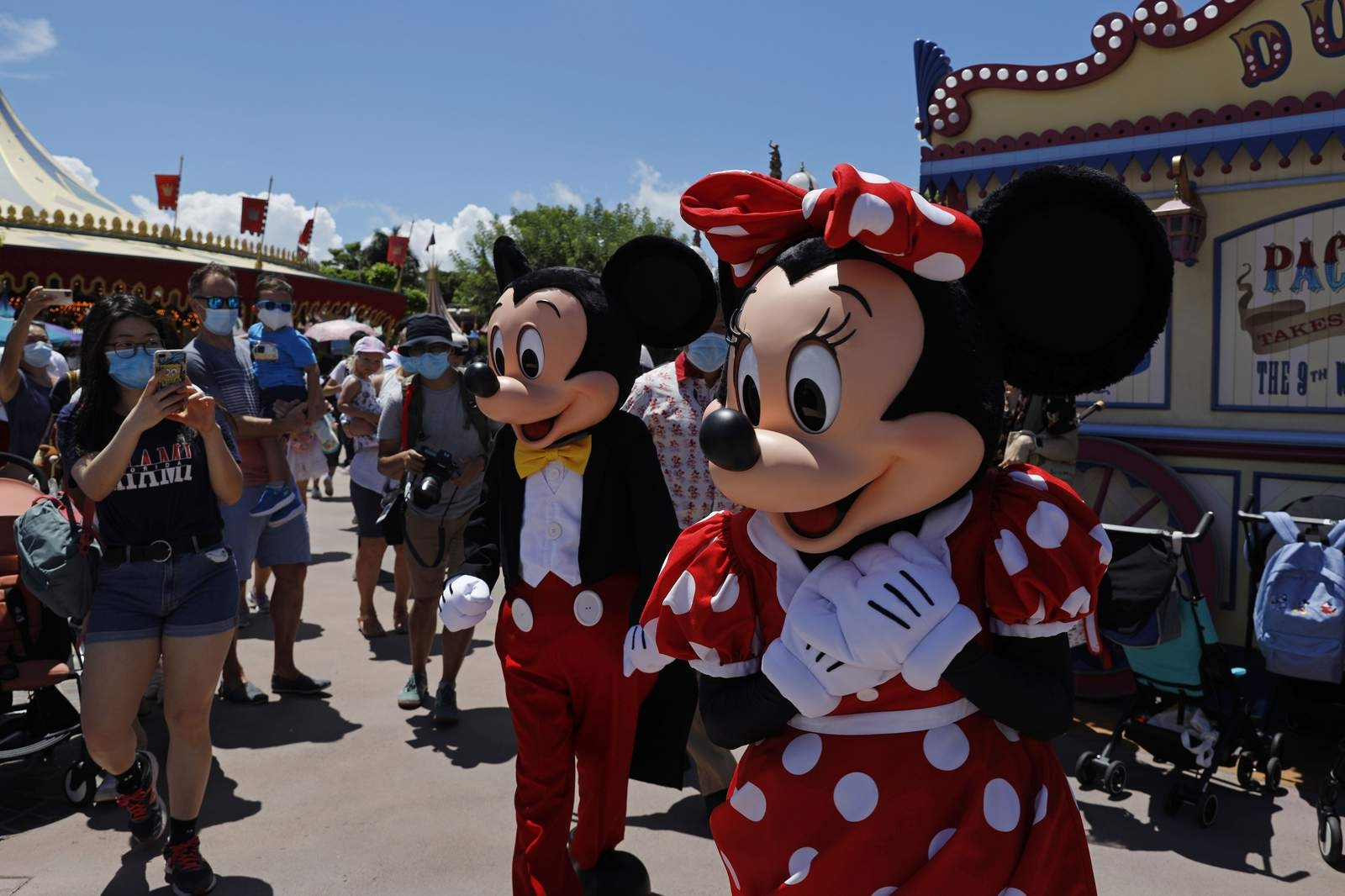 hong kong disneyland closing again after after new coronavirus outbreak