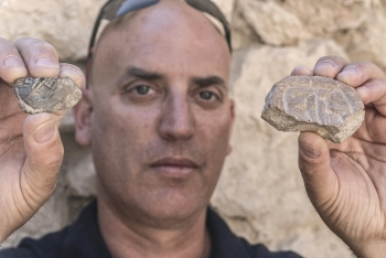 israel reveals 2500 year old seal stamp impression