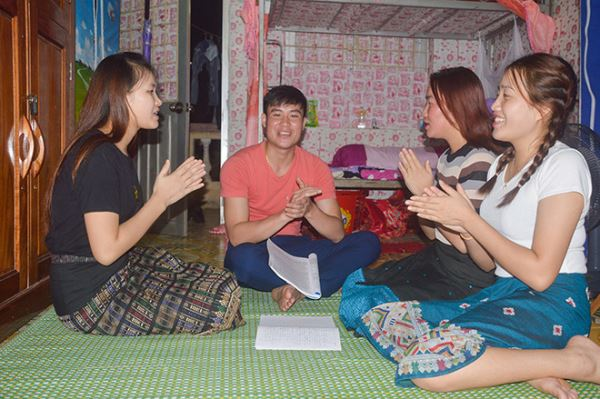 Laos students learn Vietnamese: Challenge, Excitement and Passion