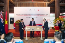 australia presents introductory panels as gift of friendship to the temple of literature