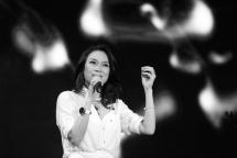 first vietnamese singer breaks onto billboard s world albums top 10