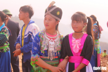 vietnams hmong people celebrate traditional new year