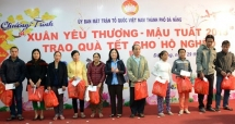 needy people and aodioxin victims receive tet gifts