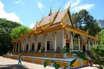 tet holiday visit two exotic pagodas in soc trang province