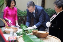 us ambassador finds vietnamese thousand years of knowledge in chung cake