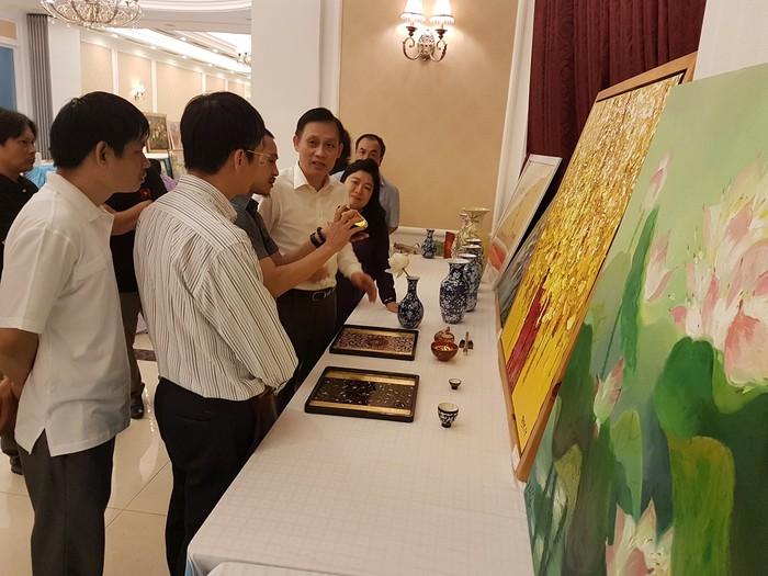 Vinh danh các họa sĩ tham gia chương trình 'Mỹ thuật Việt Nam và Ngoại giao Văn hóa' - Ảnh 5