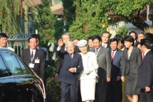 the japanese emperor appreciates the warm welcome of people in hue city