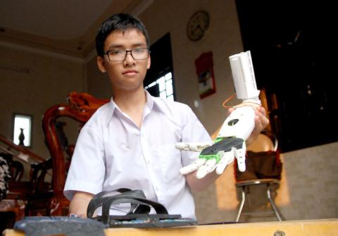 High school student invents robotic arm for disabled