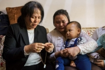 Tearful reunion highlights plight of China's missing children