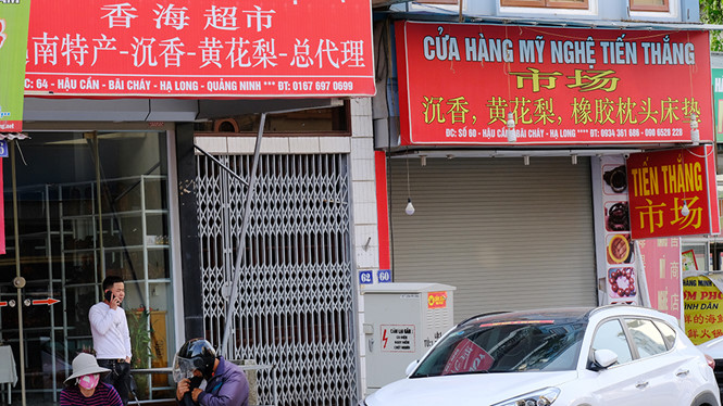 Ha Long tourism area suffused with Chinese ads billboards