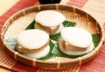 Banh giay cakes, ancient symbols of gratitude