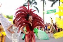 parade of 1000 dancers kicks off dong hoi tourism festival