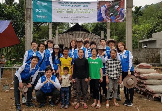 RoK volunteers build houses for 50 poor families in Hoa Binh