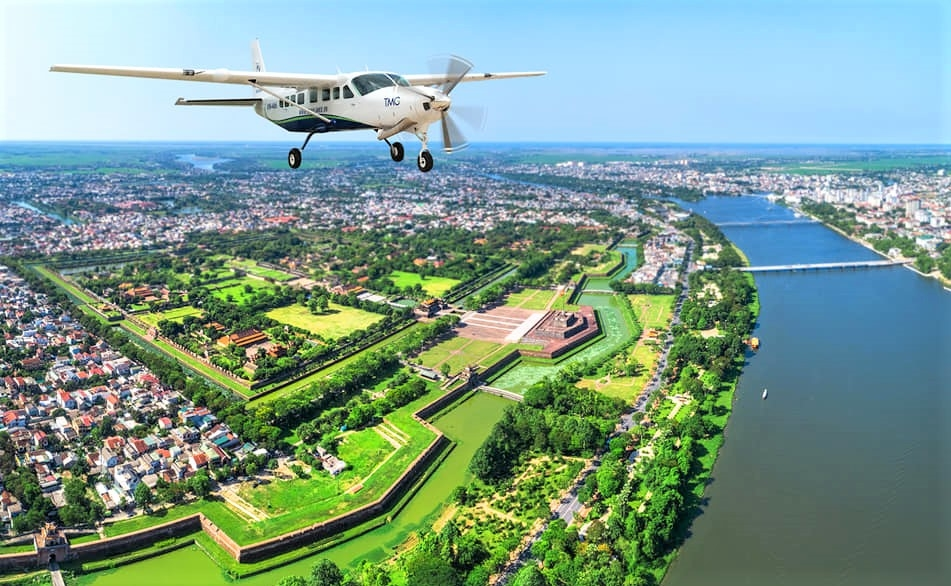 Air route launched to provide passengers with aerial view of Phong Nha - Ke Bang