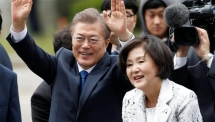 moon jae in sworn in as south koreas new president