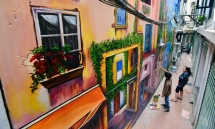 artists add color to hanois ally with the venices 3d painting