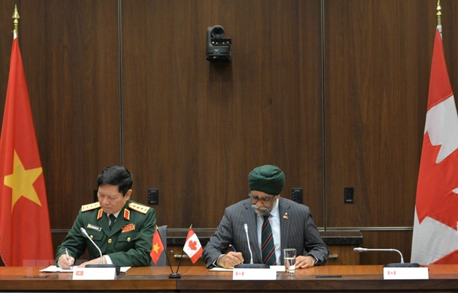 VN, Canada sign MoU on defense cooperation