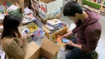 vietnamese professor brings high quality english books to children