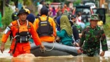 indonesia floods landslides death toll climbs to 59