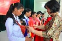38 Laotian in Kon Tum granted Vietnamese citizenship