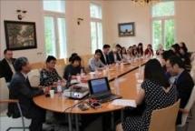 Discussing methods of teaching Vietnamese for Vietnamese community in Germany