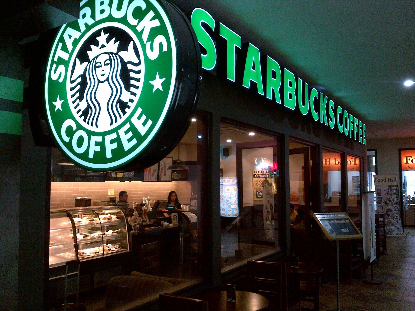 Which Vietnamese coffee brands are threatening Starbucks