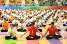 hanoians enjoy the international day of yoga
