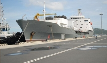 russian naval ships anchored at cam ranh port begin vietnam visit